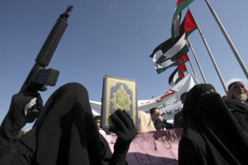 Los campos de entrenamiento vinculados a al-Qaeda en la región de Waziristán se utilizan para entrenar a terroristas femeninas