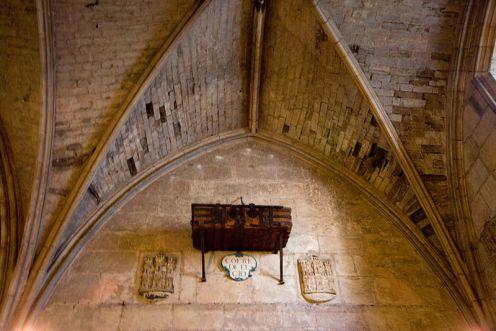 800px-El_cofre_del_Cid.Catedral_de_Burgos_(4952394218)