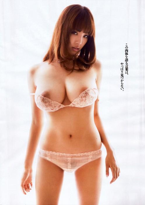 Anzai-Rara-Shio-Utsunomiya-desnuda-bragas-blancas-7a