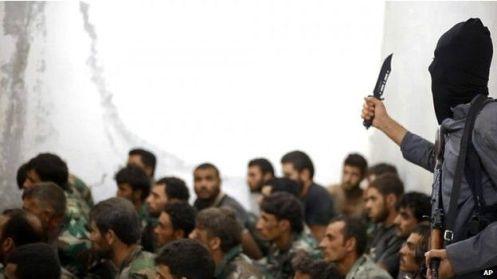 Videos y fotografías de decapitaciones son enseñadas para que los soldados iraquíes abandonen sus puestos.