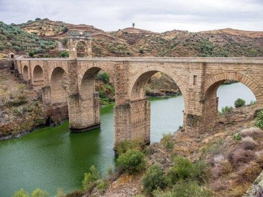 800px-alcc3a1ntara-puente_romano-daviddaguerro