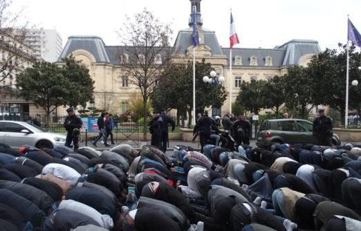 musulmanes-rezando-en-clichy