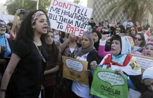 un-grupo-de-egipcias-protesta-contra-el-acoso-sexual-en-el-centro-del-cairo-reuters